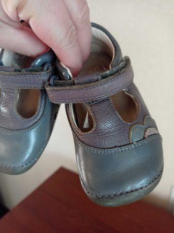 Продам туфлі на дівчинку 19 розміру