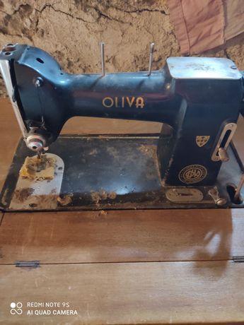 Máquina de costura antiga Oliva