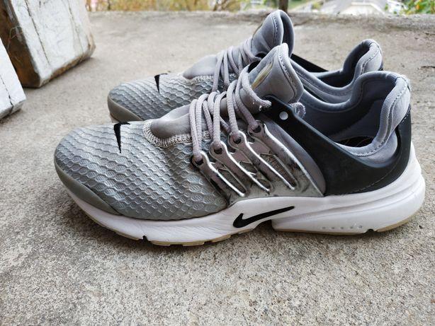 Кроссовки Nike 38 р