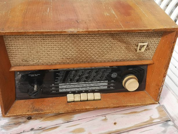 Zabytkowe radio Diora Romans