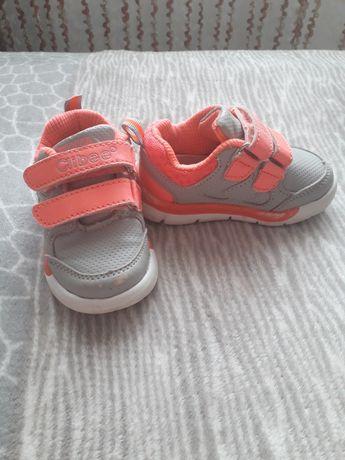 Продам кросівки  Clibee в хорошому стані