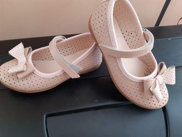 Продам туфли для девочки Polaris