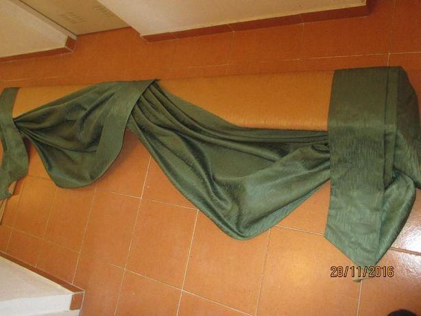 Sanefa de madeira forrada com tecido