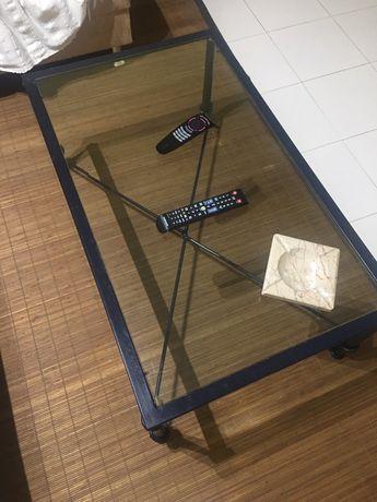 Mesa de centro de sala em vidro e ferro