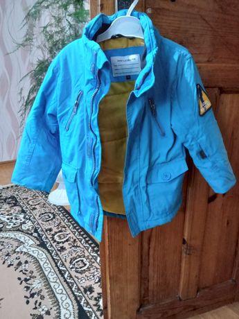 Продам весению курточку на рост 92