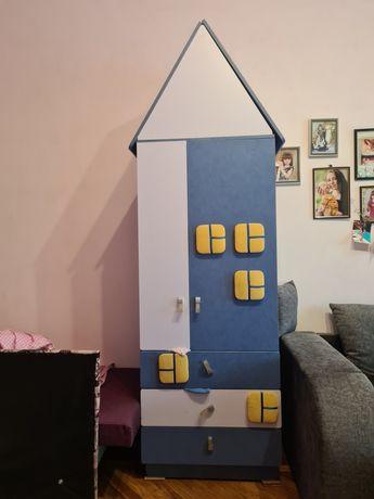 Продам шкаф детский домик 2000 в хорошем состоянии