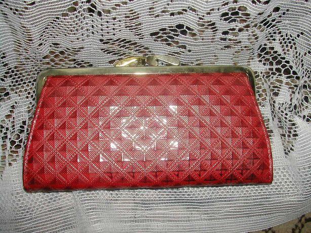 Красный женский кошелек продам