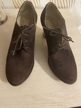 Натуральные замшевые коричневые ботильйоны туфли