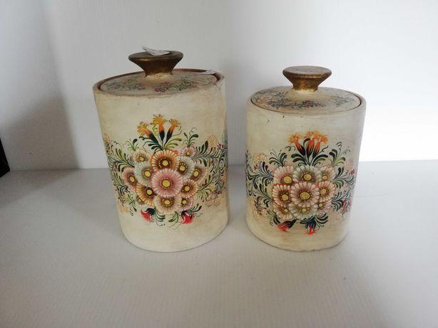 3 Jarras de porcelana, antigas e decoradas