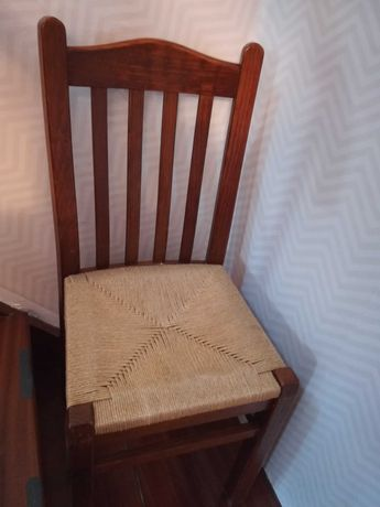 Cadeiras com assento em corda