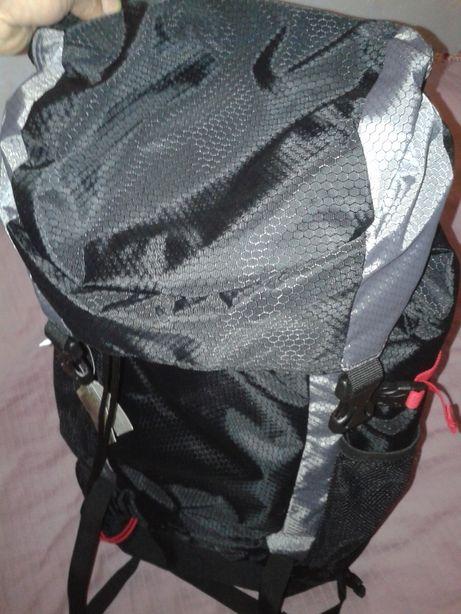 Plecak turystyczny NOWY z metakmi Cena tylko 180zł!