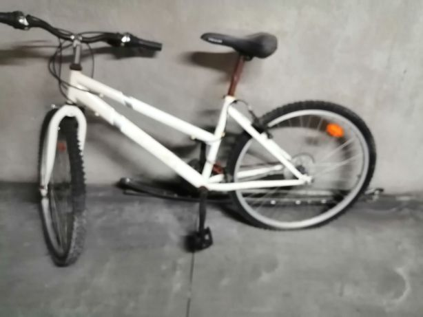 Bicicleta a precisar de manutenção