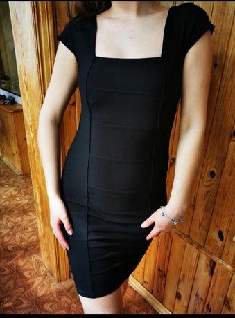 Бандажное чёрное платье до колена