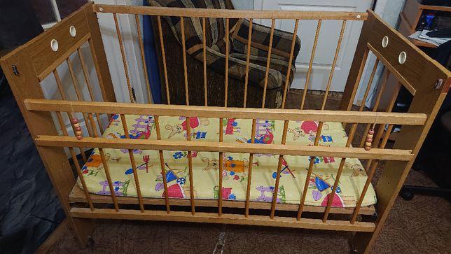 Продам детскую кроватку (1200х600) с матрасом