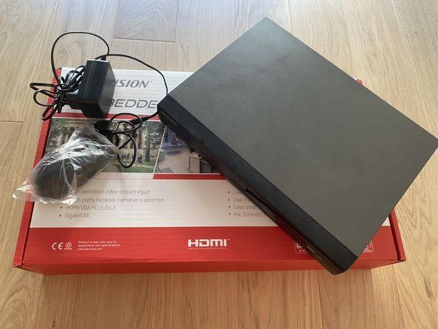 Rejestrator recorder do 4 kamer IP Hikvision DS-7604NI-K1(B) jak nowy
