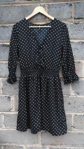 Czarna sukienka w białe groszki Influence, M Konin - image 1
