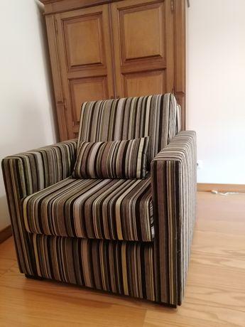 Sofá  individual como novo, impermeabilizado marca Laskasas