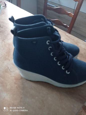 Buty damskie z materiału