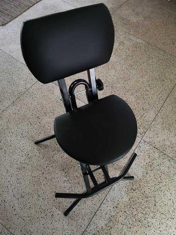 Vendo Cadeira almofadada de Guitarrista, marca: Athletic