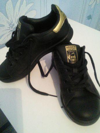 Кожаные,фирменные кроссовки.