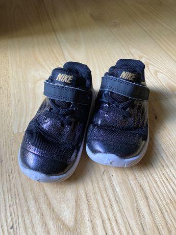 Sneakersy buty Nike 22