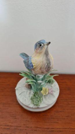 Pássaro em cerâmica biscuit