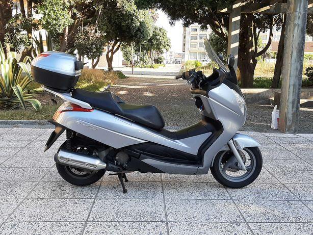 Maxi Scooter Honda S-Wing 125cc (carta de carro)