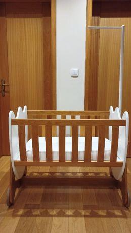 Berço para bébé em madeira