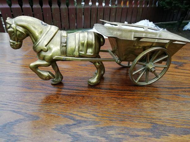 Koń z wozem mosiężny.