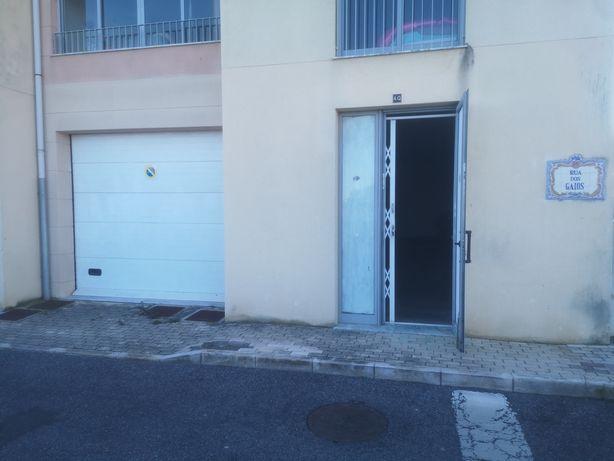 Armazém/garagem 104m2 Bicesse