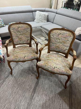 Dwa stare krzesła