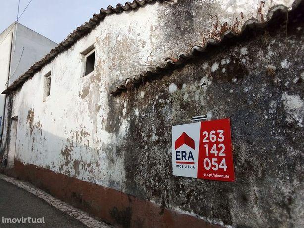 Moradia para reconstruir,Olhalvo