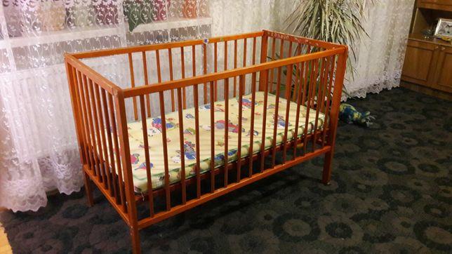 Дитяче ліжечко з матрасиком