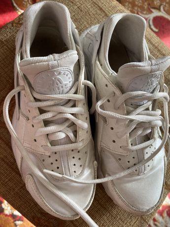 Nike hurache biale 23 cm Euro 36,5. buty sportowe