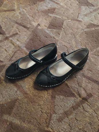 Продам туфли на девочку р-р 37(школьный вариант)