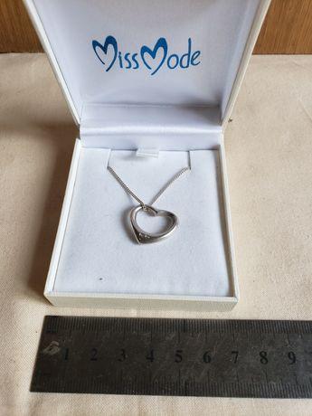 Серебряная цепочка с кулом-сердце.