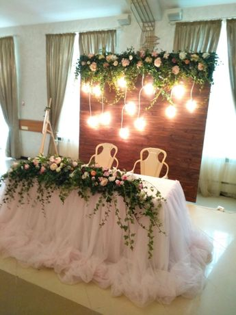 Президиум, арка, фотозона, декор на свадьбу, ведущая, музыка