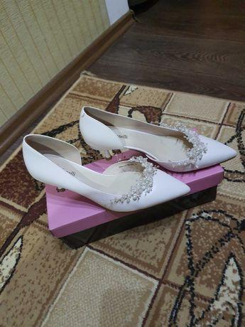 Свадебные красивые туфли