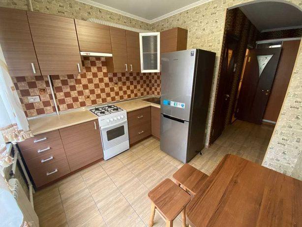 Здається 2 кімнатна квартира на Виставці, меблі, техніка, телевізор.