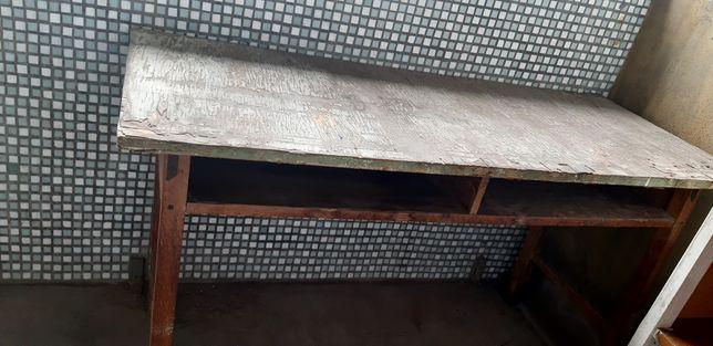 Дерявянный стол,старый .