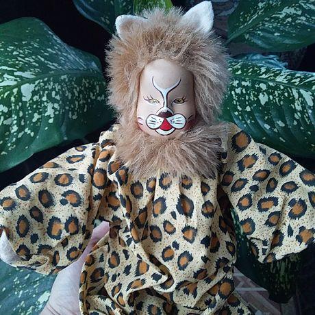 Игрушка леопард с керамичным лицом.