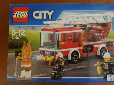 LEGO City Пожарный автомобиль с лестницей