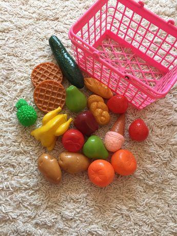 Koszyk z zakupami do zabawy