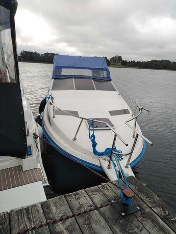 Jacht motorowy, łódź kabinowa, łódka