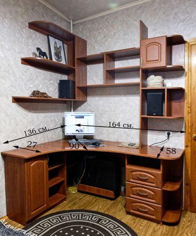 Продам компъютерныйуголок (стол, полки, подставка под комп)