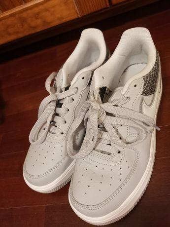 Ténis marca Nike