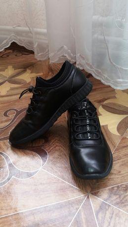 Продам детские  туфли.