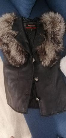 Кожаная жилетка с мехом чернобурки
