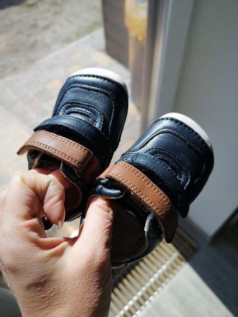 Продаю первые кожаные кроссовки 13 размер