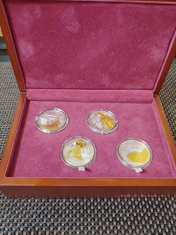 Набор 4 серебряных монет с позолотой серии Викинги в деревянном футля